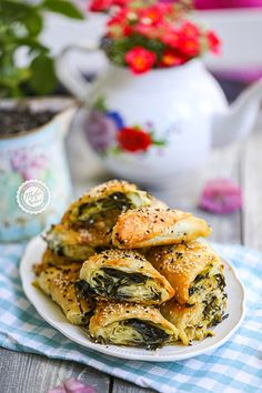 Cheese Souffle, Salmon Burgers, Gourmet Recipes, Spinach, Lunch Box, Pie, Ethnic Recipes, Kitchen, Strong Women