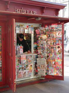 Francés: Kiosque / Español: Quiosco