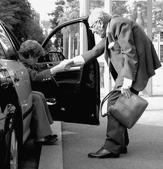 A true gentleman. Being gallant never gets old.