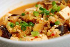 肉を使わないヘルシーな麻婆豆腐です。挽肉のかわりにオートミールを使います。つぶつぶ感が挽肉っぽい歯ごたえでおもしろいですよ♪  ☆材料:一人分...