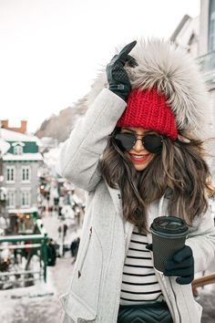 Cold weather outfit inspiration red hat boots snow what to wear in winter boots layering Gucci Quebe Winter Outfits For Teen Girls, Winter Mode Outfits, Cold Weather Outfits, Winter Fashion Outfits, Fashion Week, Look Fashion, Autumn Winter Fashion, Fashion Blogger Style, City Fashion