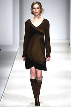 Max Mara Fall 2002 Ready-to-Wear Undefined Photos - Vogue Max Mara, Ready To Wear, Fashion Show, Runway, Vogue, Tunic Tops, Fall, Model, Sweaters