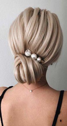 Chignon Buns With Pearls Blonde ❤ Chignon bun hairstyles are . - Chignon Buns With Pearls Blonde ❤ Chignon bun hairstyles are experiencing a major comeback this season. Catch some inspo in our gallery. Low Updo, Short Hair Updo, Chignon Hairstyle, Blonde Wedding Hairstyles, Bridal Hairstyles, Curly Hair, Great Hairstyles, Elegant Hairstyles, Classic Hairstyles