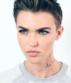 Ruby Rose Lesbianas, Ruby Rose Hairstyles, Pixie Hairstyles, Pixie Haircut, Androgynous Makeup, Androgyny, Division, Ruby Rose Style, Girl Crushes