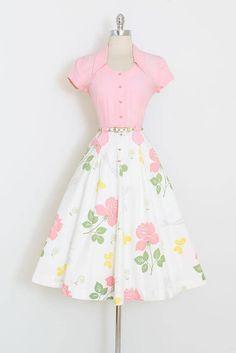 ➳ vintage 1940s dress * fabulous design by Doris Dodson * novelty print on cotton * butterflies, dragonflies, roses