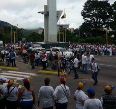 #30M Más gente llega a punto de concentración en San Cristóbal #360UCV