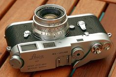 That would be the perfect Leica outfit for me. I was lucky enough to find a really cheap full working a couple of years ago. still saving for a Summicron/Summaron, though Rolleiflex Camera, Leica M, Leica Photography, Photography Camera, Old Cameras, Vintage Cameras, Photo Equipment, Photography Equipment, Camera Gear