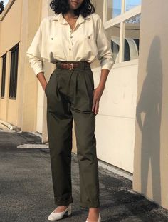 Na Nin Townes Mid-Weight Cotton Trouser / Multiple Colors : Na Nin Cotton Townes Trouser / Available in Olive, Midnight, and Khaki – NA NIN Vintage Outfits, Classy Outfits, Fall Outfits, Casual Outfits, Emo Outfits, Work Outfits, Summer Outfits, Look Fashion, 90s Fashion