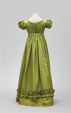 Robe Empire 1810-1815 Cote cliché 15-523924 N° d'inventaire M.M.2014.7.1 Rueil-Malmaison, châteaux de Malmaison et Bois-Préau