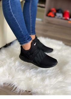 Cute Sneakers Shoes Sneakers Air Max Sneakers Hot Shoes Adidas Sneakers Look Com Tenis Nike Air Vapormax Sneaker Boots Nike Shox Hype Shoes, Women's Shoes, Me Too Shoes, Shoe Boots, Shoes Style, Jeans Style, Souliers Nike, Skinny Jeans Damen, Moda Sneakers
