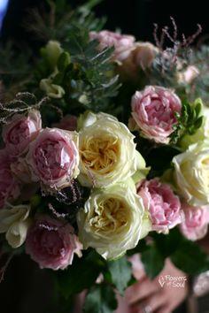 Buchet cu trandafiri de grădină și frunze de Acacia – Flowers of Soul