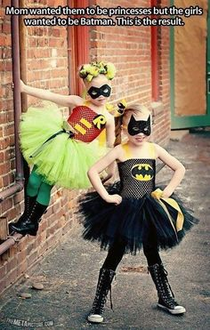 Batman & Robin tutu cosplay or perfect Halloween costumes. Superheros in tutus. Batman I Robin, Robin Superhero, Batman Girl, Batman Tutu, Kids Batman, Superhero Party, Girl Superhero Costumes, Batman Batman, Batman Costumes