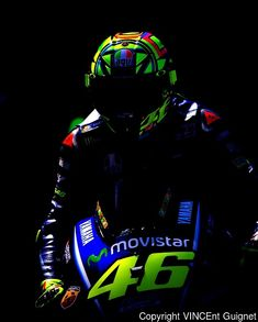 Tips And Advice When Buying Your Next Auto Motogp Valentino Rossi, Valentino Rossi 46, Motorcycle Racers, Motorcycle Art, Racing Motorcycles, Ducati, Valentina Rossi, Vale Rossi, Course Moto