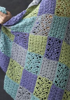 The Sochi Throw - lovely and free crochet pattern! Perfect for spring and summer chills!