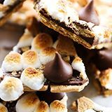 This HERSHEY'S KISSES S'more Bark could not be easier to make! This recipe is so delicious and perfect for a quick snack. It tastes just like the beloved s'more; only it is made in the comfort of your own kitchen. (Direct link in profile) #sponsored