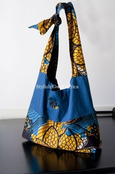 Accessories: Latest African Print Bags Every Woman Needs African Accessories, African Jewelry, Ankara Bags, Sacs Design, Diy Sac, African Crafts, Fabric Bags, Printed Bags, Casual Bags