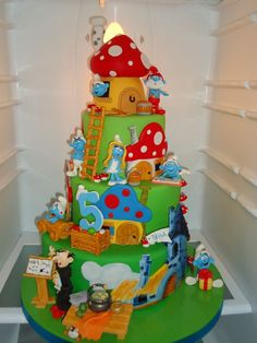 its a too adorable to eat smurf  cake