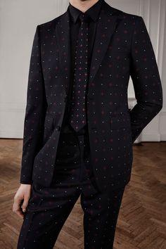 8ceac22afd Burberry Pre-Fall 2019 Collection - Vogue Burberry Men