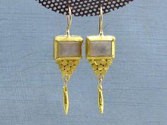 Solid 24 karat and Moonstone dangle earrings, at Omiya - etsy shop. #24kgold #solid24k #moonstoneearrings #etsylove #etsyjewellery #etsyshop #oneofakindearrings #omiyajewelry #handmadeearrings Jade Earrings, Moonstone Earrings, Earrings Photo, Dangle Earrings, Etsy Jewelry, Gold Jewelry, Lemon Quartz, Rainbow Moonstone, Earrings Handmade