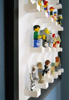 Minifigure Display Art -- This would be adorable for a kids room.