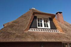 Rietgedekt dakkapel met douglas delen