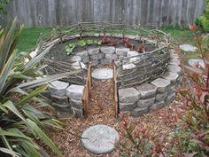 keyhole garden with cottage stones Garden Yard Ideas, Garden Landscaping, Growing Lemon Balm, Garden Railings, Flora Garden, Raised Garden Beds, Raised Bed, Herb Garden Design, Growing Herbs