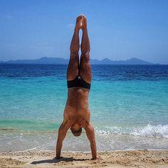 #thailand #kohmook #ocean #upsidedown #beach #beachday #blue #beardedlife #beardedmen #sport #sportyspice #trunks #traveller #travels #traveling #viagem #travel #travelgram #last #hoscos #marmellata2 #guys #boys #boyswillbeboys #fun #feelinggood #imissmycat