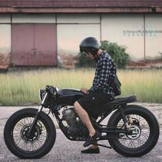 Vintage Motorcycles Modifikasi+Motor+Custom+Bratcafe+kustomgaras_BayORryFh_M Cafe Bike, Cafe Racer Bikes, Cafe Racer Motorcycle, Bmx Bikes, Cg 125 Cafe Racer, Estilo Cafe Racer, Suzuki Cafe Racer, Yamaha 125, Chopper