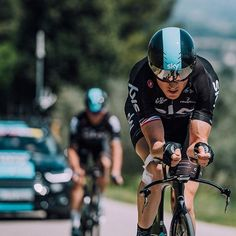 Back on the bike during rest rest. Not giving up Geraint Thomas @cyclingimages
