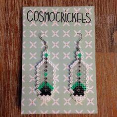 Boucles d'oreilles plumes perles à repasser par CosmoCrickets sur Etsy https://www.etsy.com/fr/listing/265832435/boucles-doreilles-plumes-perles-a
