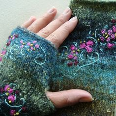 fingerless mitts with embroidery, so beautiful