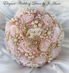 Gold Wedding Bouquets, Gold Bouquet, Pink And Gold Wedding, Wedding Brooch Bouquets, Bling Wedding, Free Wedding, Quince Decorations, Quinceanera Decorations, Gold Wedding Decorations