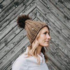 Myssy Luksus - Kuuskoski. Hand made beanie of the organic Finnsheep wool with the ethical sheep fur pompom.