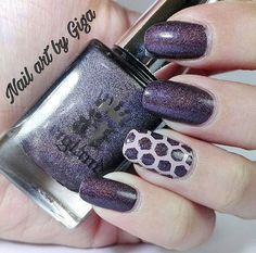 Beautiful accent nail manicure by @nailartbygiga using our Honeycomb Nail Stencils found at snailvinyls.com