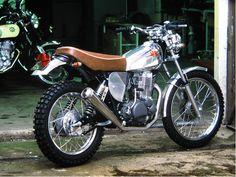Jean Francois Vicente di Vicente Design  con poche modifiche (lucidatura e un bel Supertrapp) ha reso una XT 500 del 1980 una splendida sc...