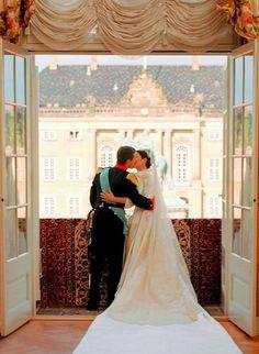 princessofvenice:  Crown Prince Frederik and Crown Princess Mary, May 14, 2004
