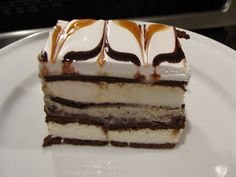 indigo street: Lazy Dessert. Ice cream cake made with ice cream sandwiches. So easy to make and looks fabulous!!