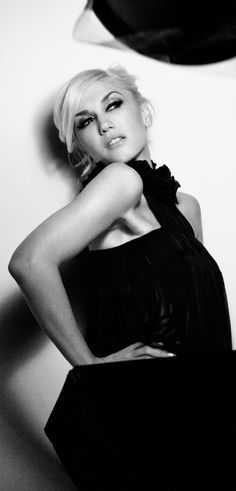 See Gwen Stefani pictures, photo shoots, and listen online to the latest music. Gwen And Blake, Gwen Stefani And Blake, Gwen Stefani Style, Gewn Stefani, Gwen Stefani Pictures, Gwen Stefani No Doubt, Coco Fashion, 90s Fashion, Zalando Style