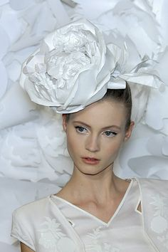 paper details at Chanel Spring 2009 Couture show