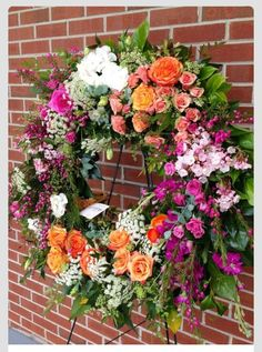 Worldwide luxury floral design based in Atlanta, Georgia. Est Delivering natural, whimsical garden plants and flowers bound with personal, artistic intent. Casket Flowers, Funeral Flowers, Wedding Flowers, Bouquet Wedding, Purple Wedding, Arrangements Funéraires, Funeral Floral Arrangements, Funeral Sprays, Corona Floral