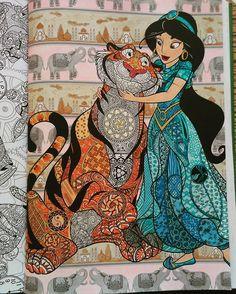 Fini  Coloriage de Jasmine et Rajah du bestiaire extraordinaire  . Crayon Marco raffiné -stabilo 88 - signo pailleté et essence sans odeur.  1ère Essai d'un effet transparent  #coloriagedisney #coloriageadulte  #coloriageanimaux  #bestiairedisney #arttherapie