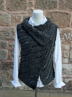 Ravelry: Jet wrap pattern by Laura Dovile Designer Knitting Patterns, Easy Knitting Patterns, Lace Patterns, Knitting Designs, Knit Vest Pattern, Wrap Pattern, Black Crochet Dress, Crochet Cardigan, Shrug For Dresses
