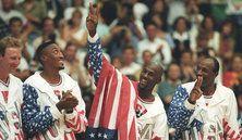 Photo #17 - July 29 - USA - Basketball 129x222 C'ÉTAIT LA DREAM TEAM  En 1992, les stars américaines de la NBA débarquaient en Europe pour les Jeux Olympiques de Barce...