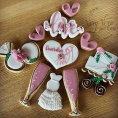 """Vero on Instagram: """"« FIANÇAILLES - EVJF »  La saison des fiançailles, EVJFs, PACS, mariages, baptêmes, etc arrive à grands pas ! Le planning de janvier à juin…"""" Cookies Et Biscuits, Cake Cookies, Planning, Cookie Decorating, Desserts, Instagram, January, Deserts, Dessert"""