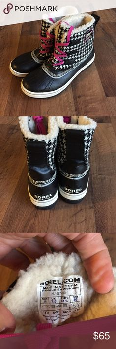 Size 9 Sorel Tivoli Houndstooth Winter Boots Black In perfect condition, worn once Sorel Shoes Winter & Rain Boots