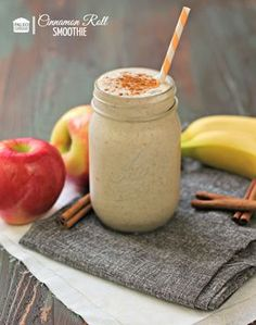 Paleo Cinnamon Roll Smoothie Recipe #paleo #cinnamonroll #smoothie #dairyfree