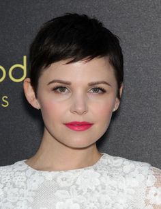 Maquillage Ginnifer Goodwin - Make-up de stars avec L'Oréal Haircuts For Long Hair, Girl Haircuts, Hairstyles For Round Faces, Pixie Hairstyles, Short Hair Cuts, Short Hair Styles, Short Pixie, Asymmetrical Pixie, Haircut Short