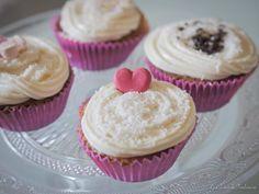 Prepara en casa estos deliciosos cupcakes de queso y coco ¡Son irresistiblemente deliciosos! http://lacocinadetendencias.com/cupcakes-de-queso-y-coco/