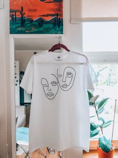 Hand embroidered T-shirt with Abstract Faces. Line art embroidery. - I Arted Shirt - Ideas of I Arted Shirt - Hand embroidered T-shirt with Abstract Faces. Embroidery On Clothes, Shirt Embroidery, Embroidered Clothes, Embroidery Fashion, Custom Clothes, Diy Clothes, Shirt Drawing, T Shirt Painting, Abstract Faces
