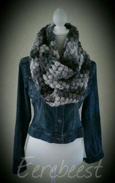 Lange sjaal haken in pufstitch met Lila van de Wibra. 5 bollen gebruikt. Dan sjaal aan elkaar zetten als colsjaal.
